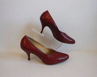 60s shoes / So Mad Men Vintage 1960's Alligator Pumps
