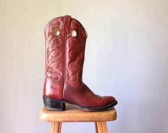Vintage DINGO Boots •Made in USA Classic Cowboy Boots • Western Americana Cowgirl Ruddy Red Brown Leather •SIze 9 D Men 10 10.5 11 Women