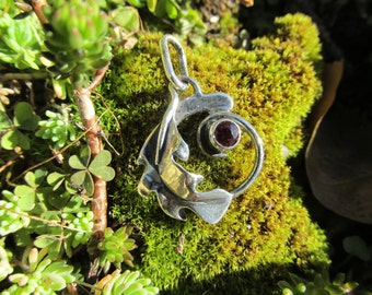 Sterling Silver Leaf Circle Pendant with Garnet