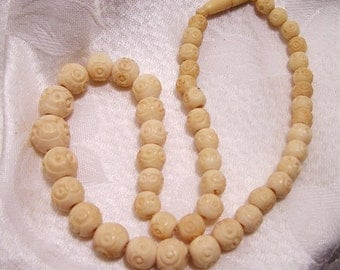 Vintage Carved Bone Bead Necklace Cream Colored (J12)