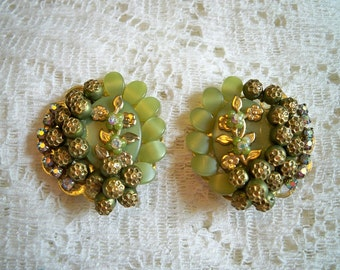 SALE! Vintage 1960s Floral Petals Lucite Rhinestone Earrings