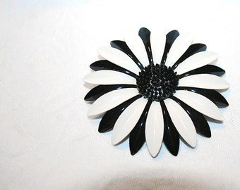 Spring Has Spring Vintage Bold Daisy Brooch Black and White Posy