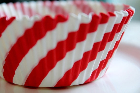 25 Retro Vibrant and Fun Red and White Striped Circus Style Cupcake Muffin Baking Cups, Cupcake Liners