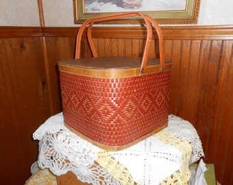 Redman Square Picnic Basket with Pie shelf