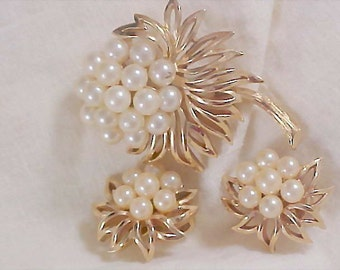 HIGH End  Suite by CROWN TRIFARI ~ Simulated Pearls and  Gold Plate Brooch & Clip Earrings