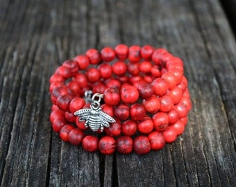 Red Berries Acai Beads Bracelet: Tiger Red Acai Beads Memory Wire Bracelet / Eco friendly Jewelry, Organic Beads, Acai Seeds / Handmade