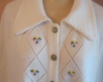 Classic 60s hippie boho ivory off white acrylic flower embroidery sweater poncho one size