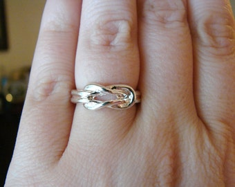 Vintage silver infinity knot ring- size 6