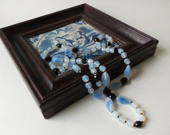 blue opalescence tone flapper style necklace