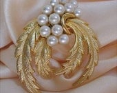 Pure Elegance Goldtone Pearl Feathered Wreath Brooch