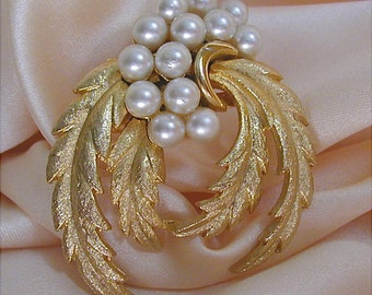 Pure Elegance Goldtone Pearl Feathered Wreath Brooch