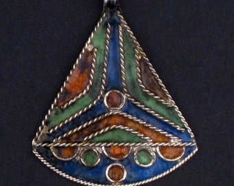Triangle Sail Enameled Berber Pendant - African  Pendant - Jewelry Making Supplies - Made in Morocco ** (PND-BRB-108C)