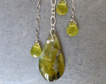 Sterling silver necklace with 1 african opal and serpentines