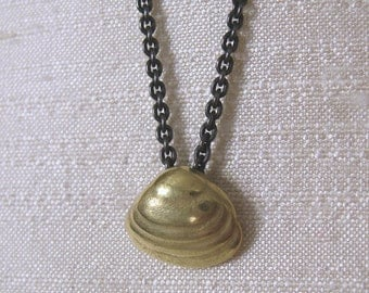 St. John Clam Shell 18k Gold Pendant