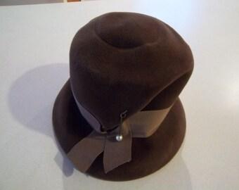 Vintage - Hat -  Chocolate Brown - Sandra - New York Mfg. - Velour Regale - Carddboard Hat Box - 21 Inside Measurement - Union Made.