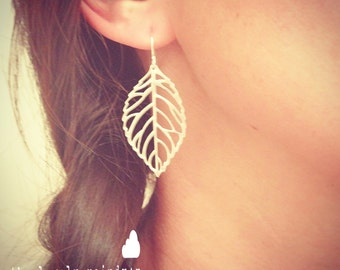 Delicate Leaf Dangle Earrings - Cute Simple Minimal Leaf Earrings in Silver - Perfect Gift - The Lovely Raindrop