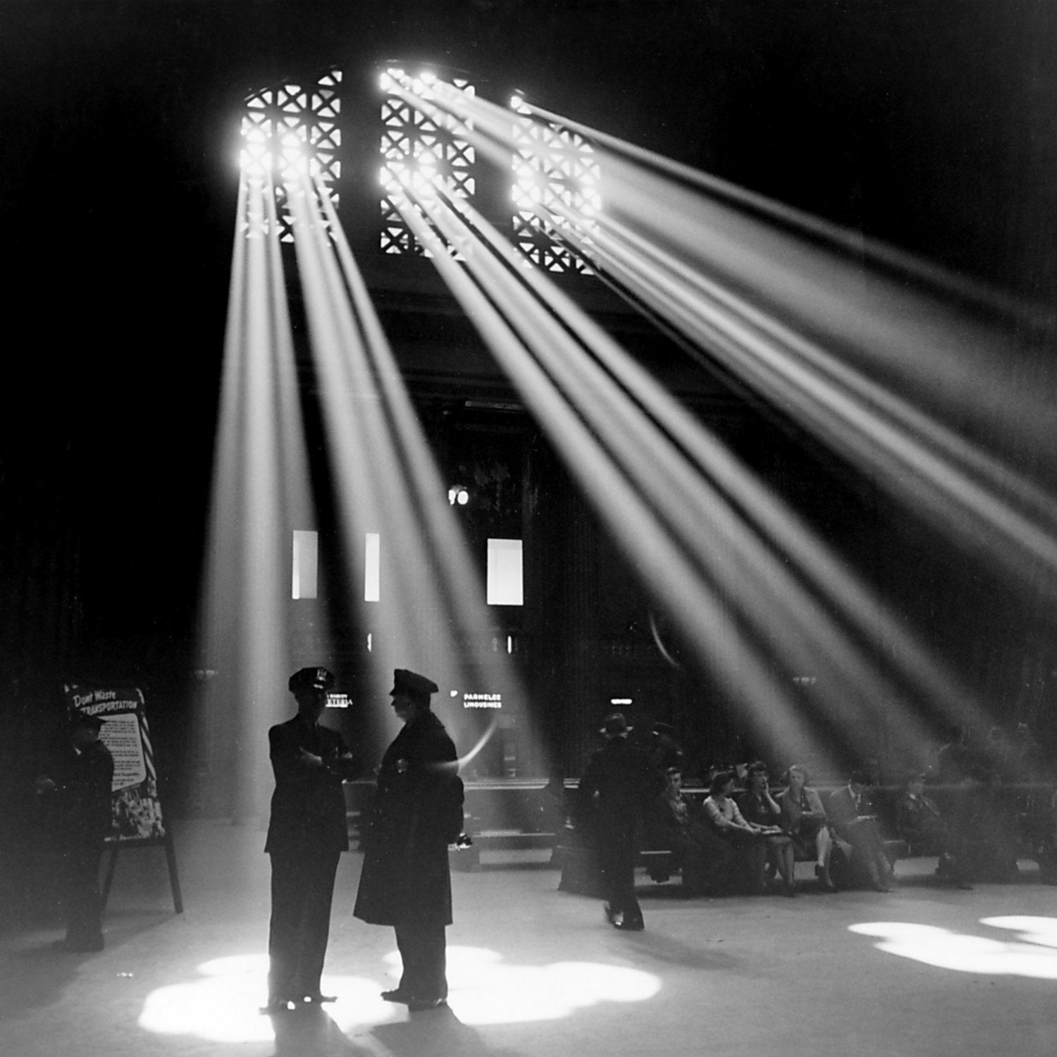 Lighting Chicago Il: 1940s Photography Chicago Train Station Moody By