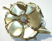Vintage Brooch , Gold Tone Costume Jewelry , Flower Pin , Rhinestone