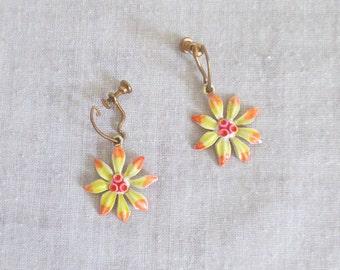 Vintage 1960's Dainty Dangling Daisy Earrings - Retro Mod Metal Flower Screw-Back Earrings