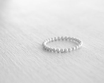 Stacking silver beaded wire ring / dots stacking ring in shiny silver / simple silver ring / dots stacking ring modern Handmade