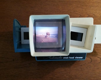 Vintage throwback slide projector by WARDS Automatic stak-load viewer in turquoise