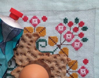 Vintage Swedish Linens: Cheery Cherry Embroidery