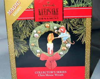 Vintage Chris Mouse Wreath - Hallmark Lighted Ornament - 1990 - MIB
