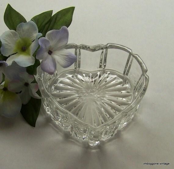 Zajecar crystal heart shaped box heart shaped trinket dish for Heart shaped jewelry dish