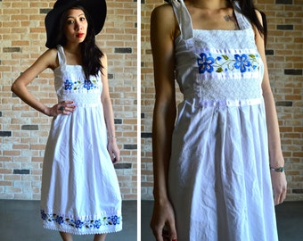 70s floral embroidered midi dress - sweet ethnic linen dress with stretchy smocking, adjustable shoulder ties - small S medium M