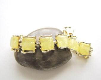 Vintage Bracelet Coro Confetti Bracelet Thermoset Bracelet Lucite Bracelet Lemon Yellow Cabochon 1950s Link Bracelet from AllieEtCie