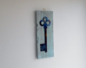 Key / Pallet wood / Cottage Chic / Shabby Chic / Antique / Reclaimed wood / Wall Art / Wall Decor /