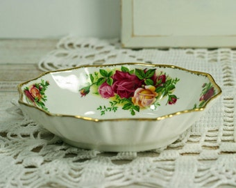 Vintage Trinket Tray Soap Dish Old Country Roses Royal Albert  Bone China