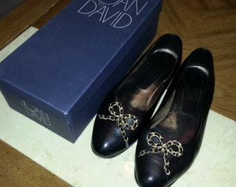 Vintage Joan and David Black Leather Flats With Gold Tone Metal Bows Size 8B Made in Italy Ladies Soft Leather 1980s