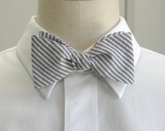 Men's Bow Tie, black and white seersucker, wedding party tie, groom bow tie, groomsmen gift, wedding accessory, self tie bowtie, gray bowtie