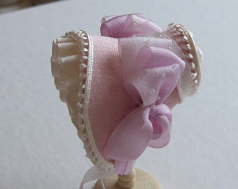 Handmade Beautiful miniature 1/12 scale  dollshouse miniature pale pink silk bonnet