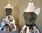 Green Floral Dress // 1950s Dress // Cotton Dress // Full Skirt // Rose Print // Fall Dress // Size Small