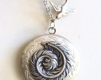 Locket,Feather Locket,Summer Garden,Bird,Silver Locket,Round Locket,Antique Style Locket,Angel Locket,Wedding Necklace,bridesmaid necklace