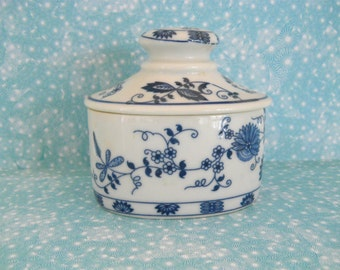 "Vienna Woods ""Blue Onion"" Pattern Porcelain Oval Box"
