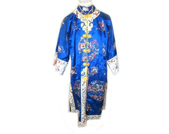 Vintage Embroidered Chinoserie  Robe size Med