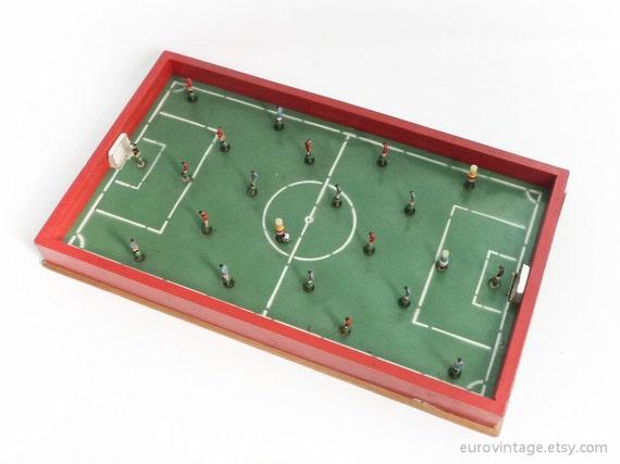 vintage gro er tisch fu ball brettspiel aus holz 60er jahre. Black Bedroom Furniture Sets. Home Design Ideas