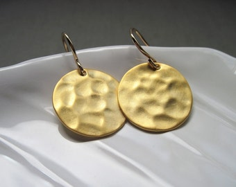 Hammered Gold Disc Earrings, Simple Gold Metal Earrings, Hammered Gold Jewelry, Gold Circle Earrings