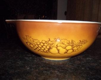 Pyrex#443 2Tone Light Brown to Dk Brown with Fruit Design Cinderella  Mixing Bowl 2 1/2 Quart