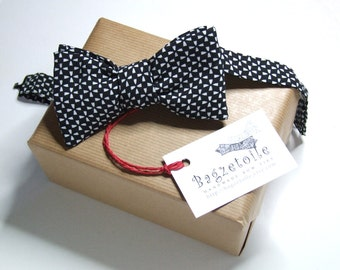 Men's bow tie / gorgeous black cotton fabric - adjustable self tie - just bow ties for him, handmade by Bagzetoile