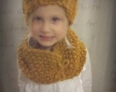Toddler Hand Knit Bow Beanie and Cowl Set