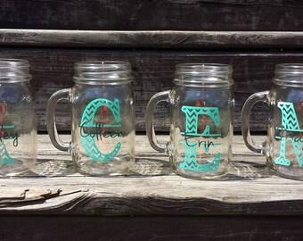 Chevron Monogram Glass. 1 Mason Jar/ Wedding Party Gift/ Monogram and Name/ Bridesmaid Mason Jar