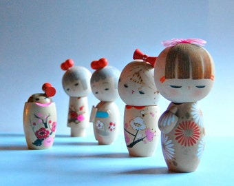 70s Wooden Kokeshi Doll Set Of 5 Hand Painted Wood Dolls Instant Collection Vintage Japanese