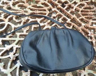 Vintage Harry Levine HL Handbag Black Vinyl Inverted Kiss Lock Closer Long Handle 1960s to 1970s
