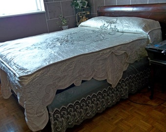 Incredible Vintage Ivory Pure Silk Embroidered Quilted Bedspread Baroque Regal Feel Gold Metal Thread