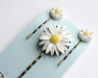 Set of 3 white daisy bobby pins - floral clips
