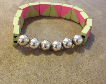 Green and pink wooden stretch bracelet